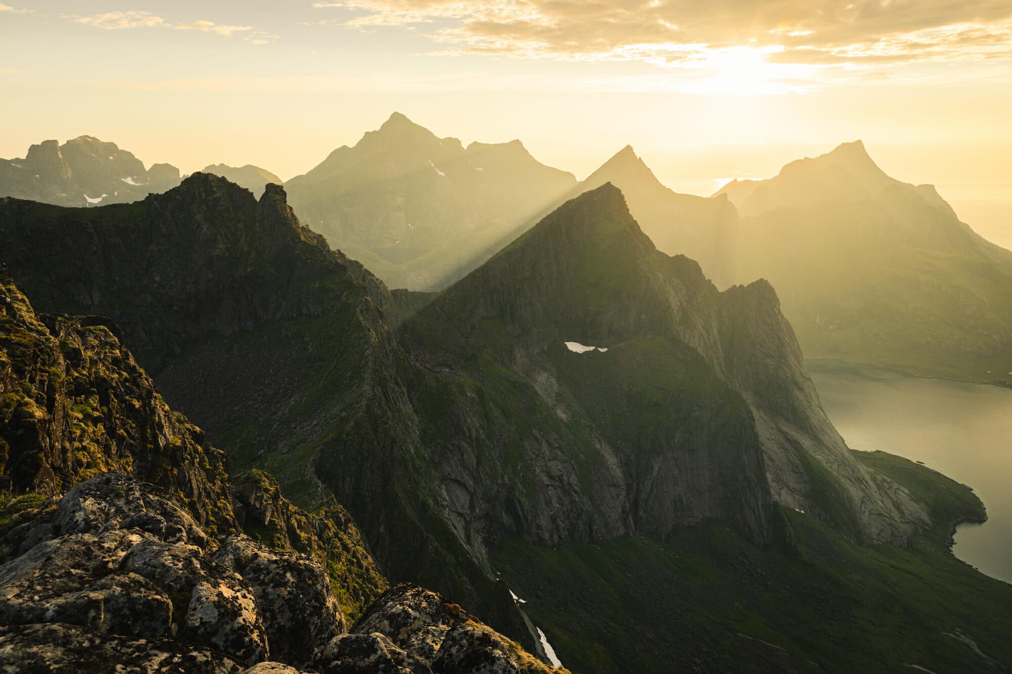 Bivouac dans les Lofoten sous le soleil de minuit