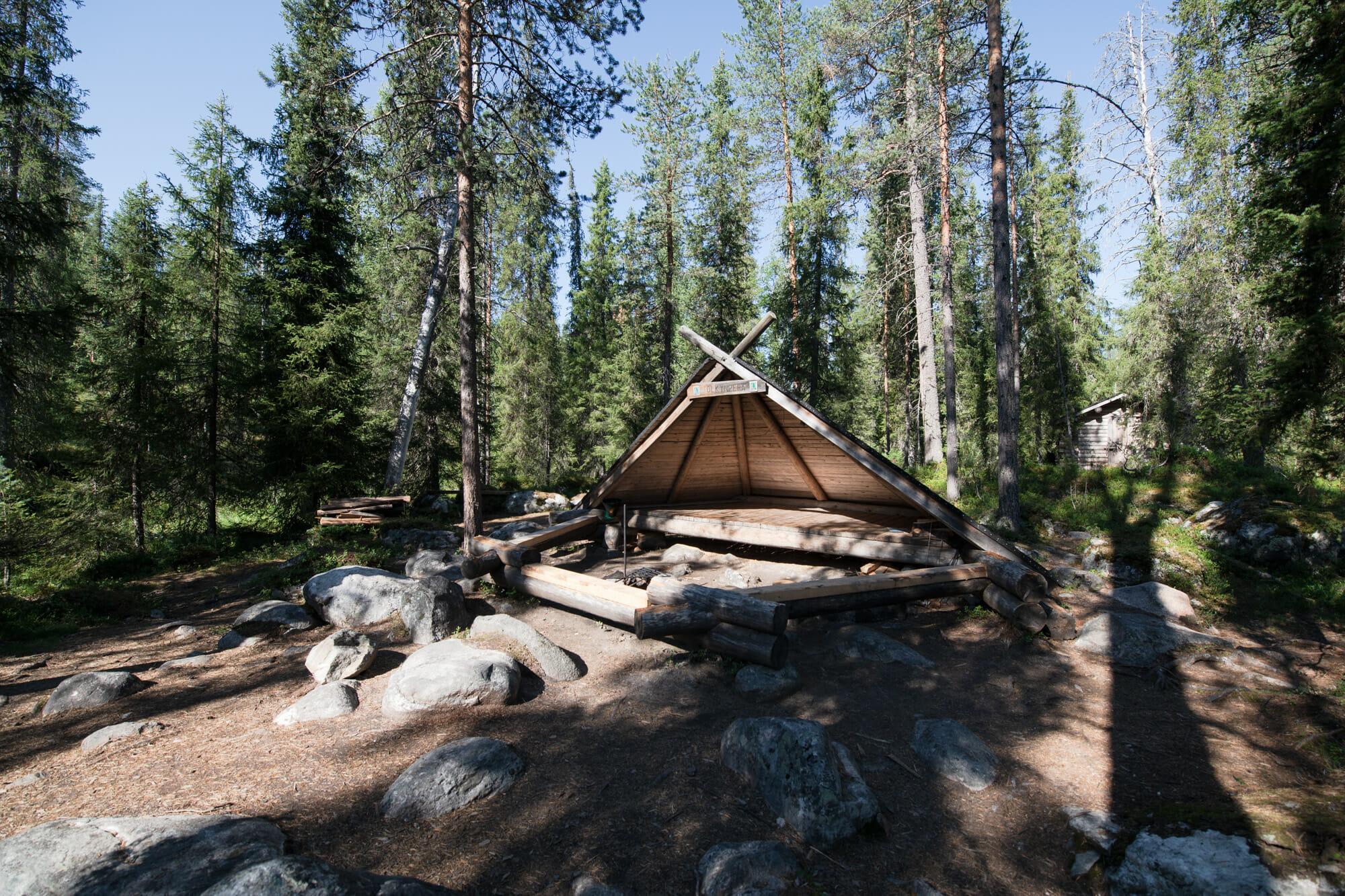 Abri à la journée pour les randonneurs en Laponie finlandaise