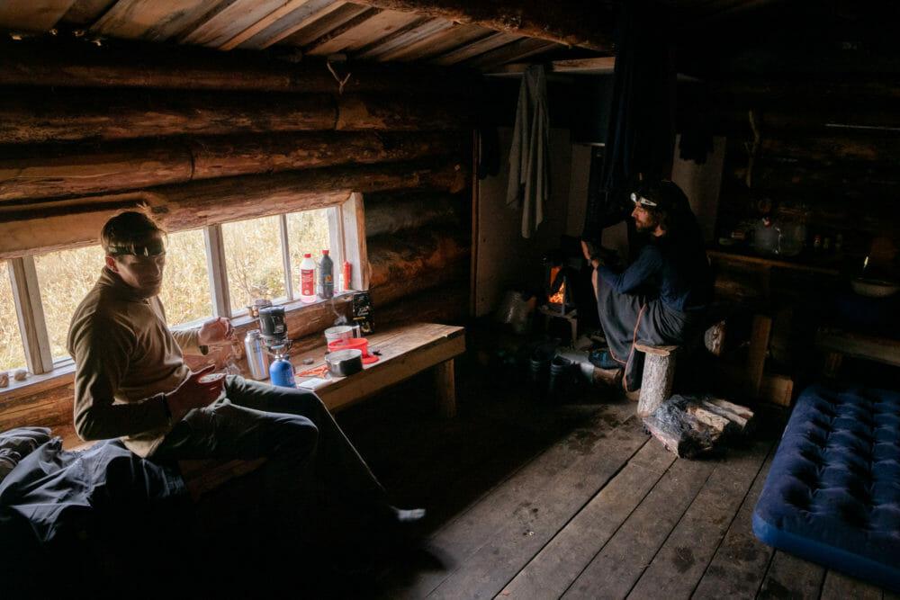 Intérieur de cabane en Finlande, Ivalojoki en Packraft, Laponie finlandaise, Zone sauvage d'Hammastunturi