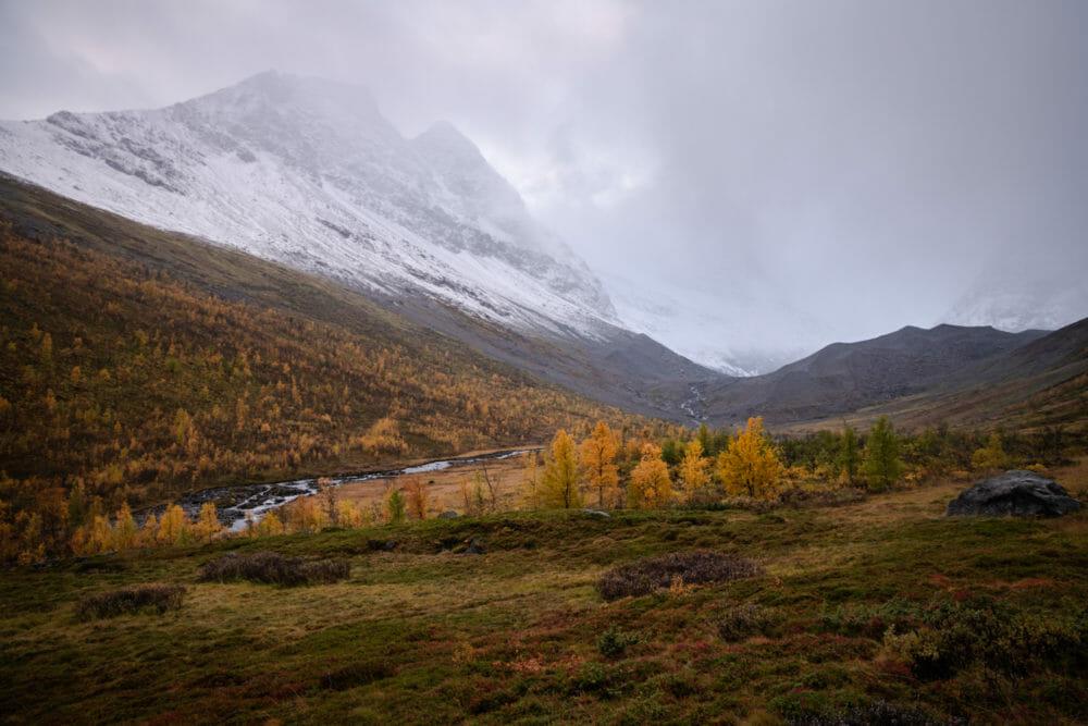 Vallée dans les Alpes de Lyngen