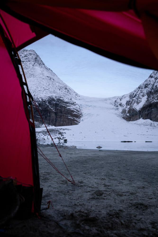 Tente au pieds du glacier de Steindalen