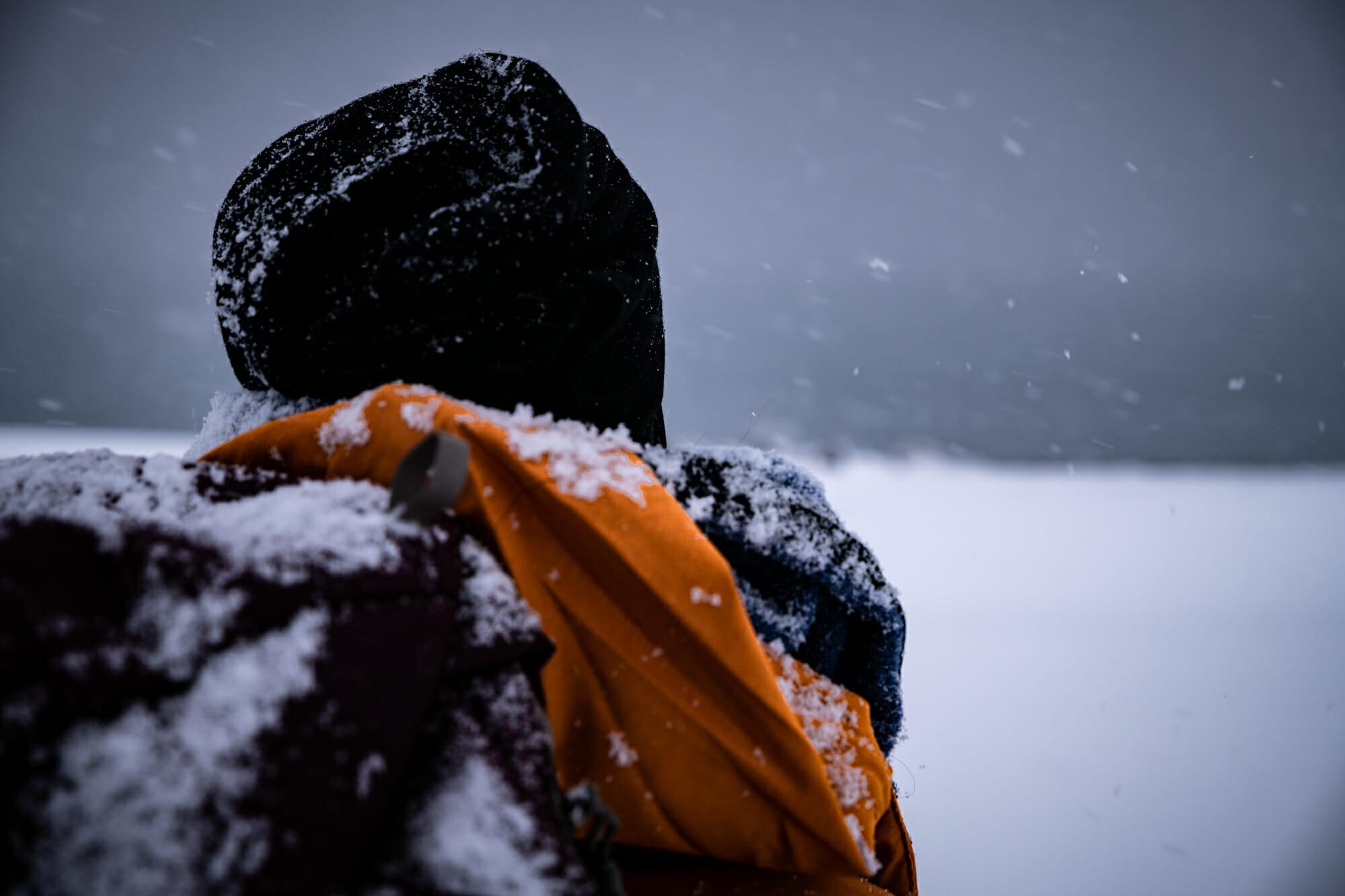 Femme sous la neige