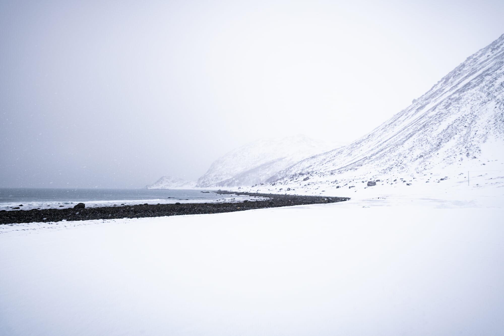 Rivage blanc en Norvège du Nord