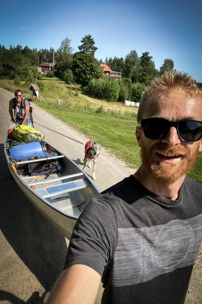 Portage pendant le Canoë Trip en Suède